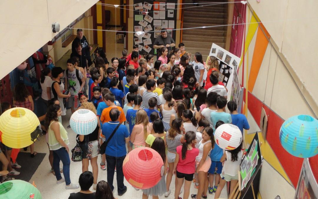 Los Colegios Nueva Almería y Virgen de Loreto Visitan la Exposición Comenius del IES Maestro Padilla