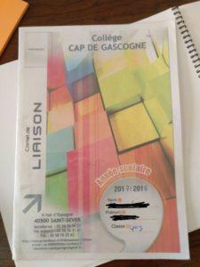 cuadernillo utilizado en el instituto francés como agenda y anotaciones del profesorado y familia