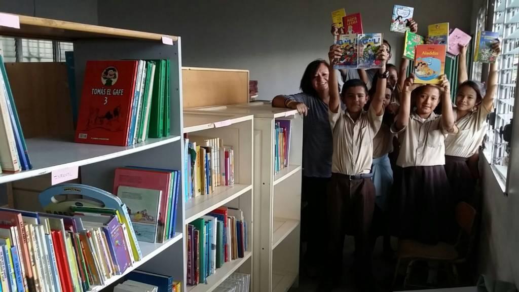 Donación de libros a centros escolares de  Honduras