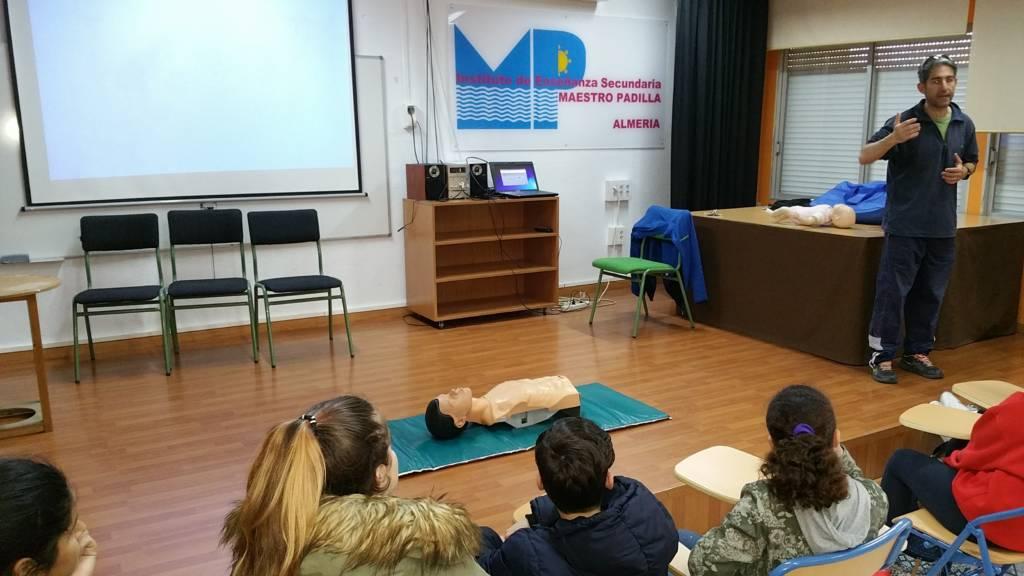 Aprendiendo la Reanimación Cardiopulmonar   y maniobra de  Heimlich